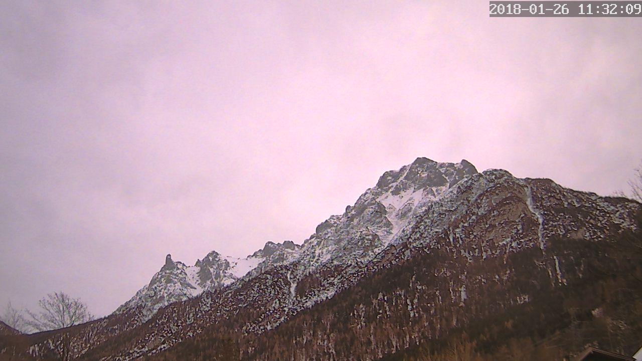 Die Webcam Standort Webcam: Gästehaus Merzer Ferienwohnungen · Mittenwald  –  Blick auf das Karwendelgebirge